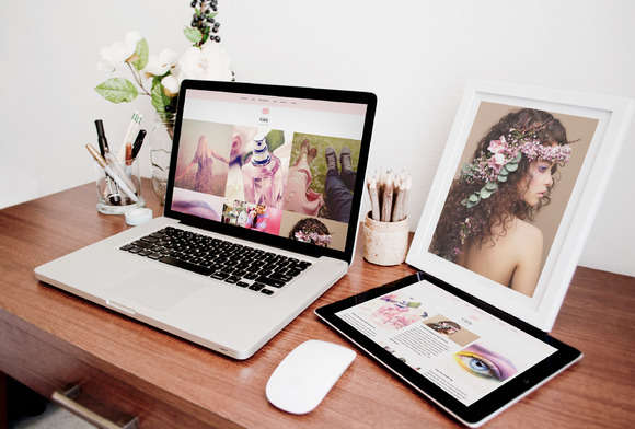 Girly-Feminine WordPress Theme